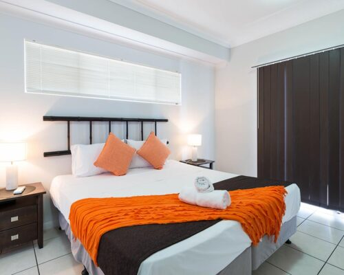 1200-1bed-2bed-regency-cairns-accommodation1