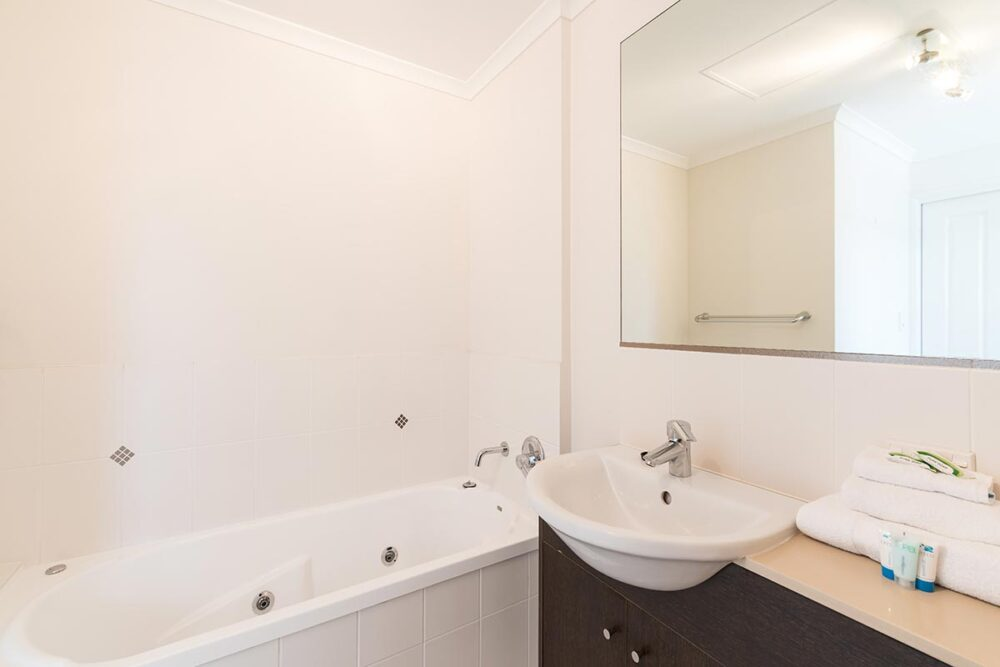 1200-1bed-2bed-regency-cairns-accommodation4