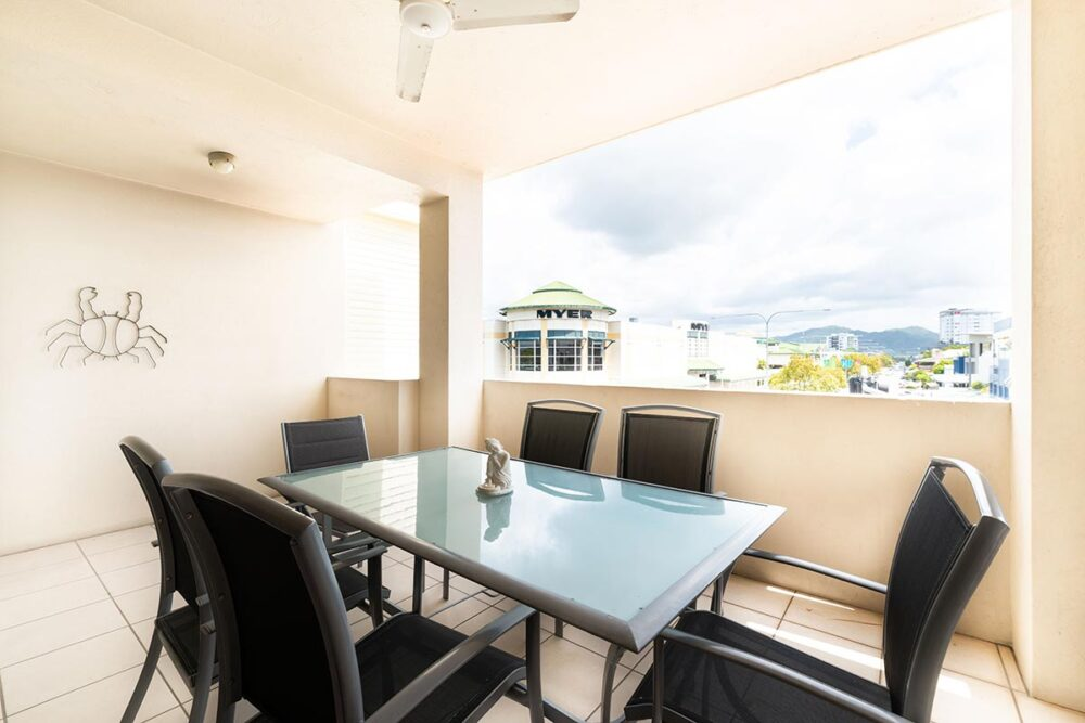 1200-2bed-claredon-cairns-accommodation2