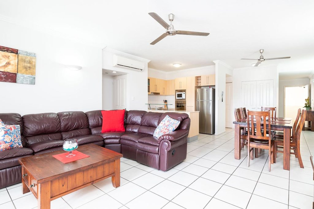 1200-2bed-claredon-cairns-accommodation3