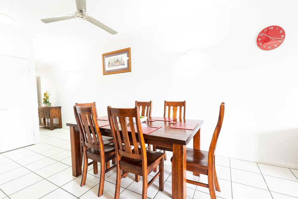 1200-2bed-claredon-cairns-accommodation4
