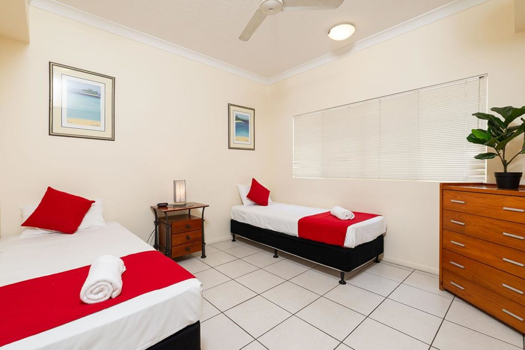 1200-3bed-claredon-cairns-accommodation12