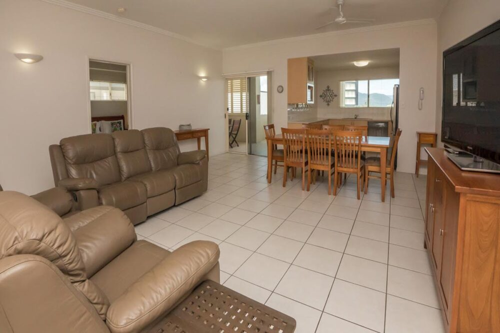1200-3bed-claredon-cairns-accommodation15