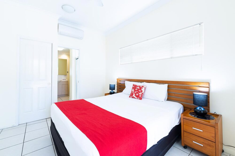 1200-3bed-claredon-cairns-accommodation2
