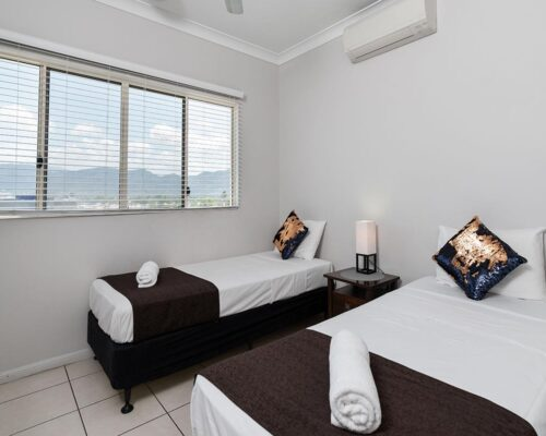 1200-3bed-claredon-cairns-accommodation25