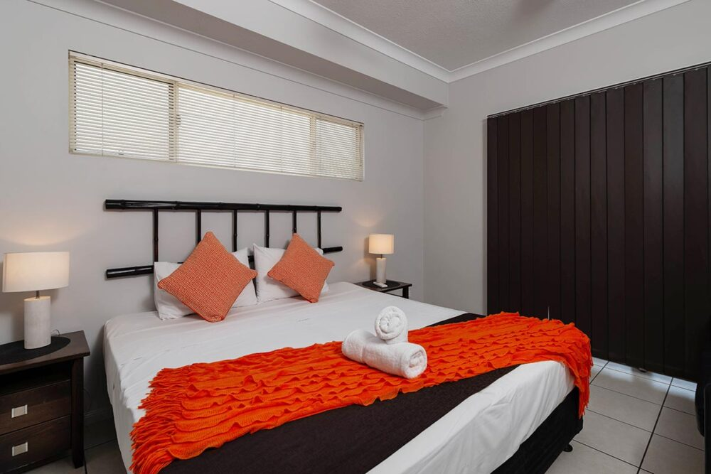 1200-3bed-claredon-cairns-accommodation26