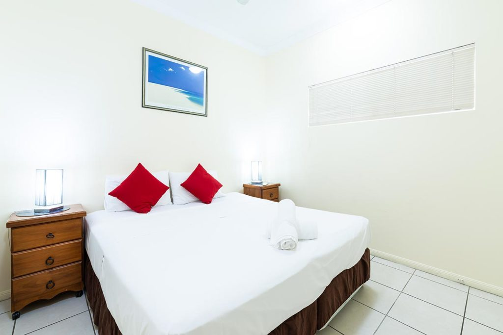 1200-3bed-claredon-cairns-accommodation4