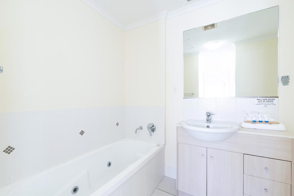 1200-3bed-claredon-cairns-accommodation7